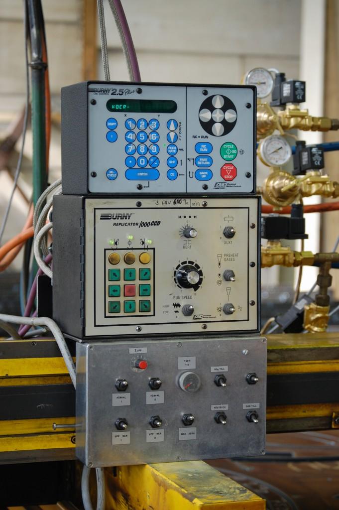Replicator 1000 optisk styrning, Burny 2.5 RS CNC-styrning och manöverpanel för gasstyrning och två gassupport.