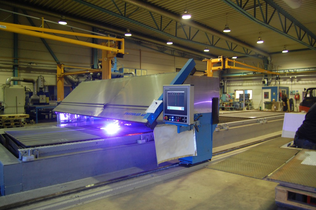 Plasmaskärmaskin SWEDCUT FAS XL med Kaliburn Spirit 400A plasma för fasskärning upp till 50mm plåt.